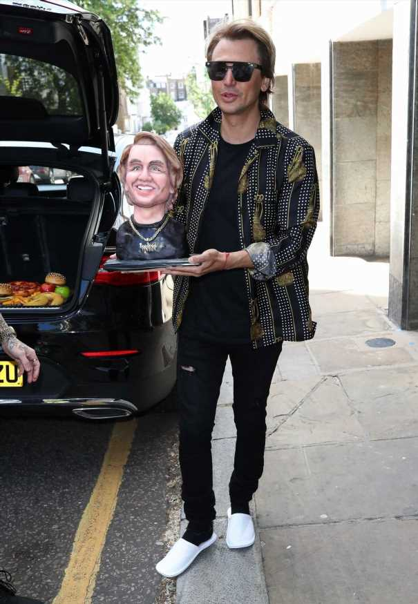 Jonathan Cheban celebrates with a cake of his own face and more star snaps