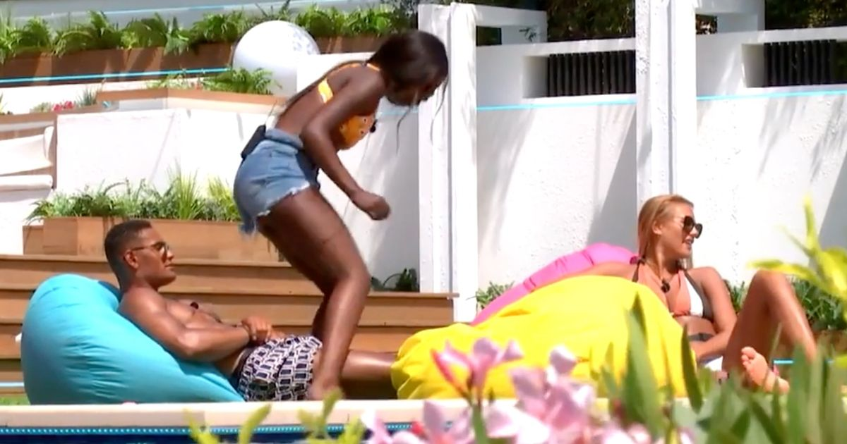 Love Island's Yewande and Arabella fight after desperately awkward straddle
