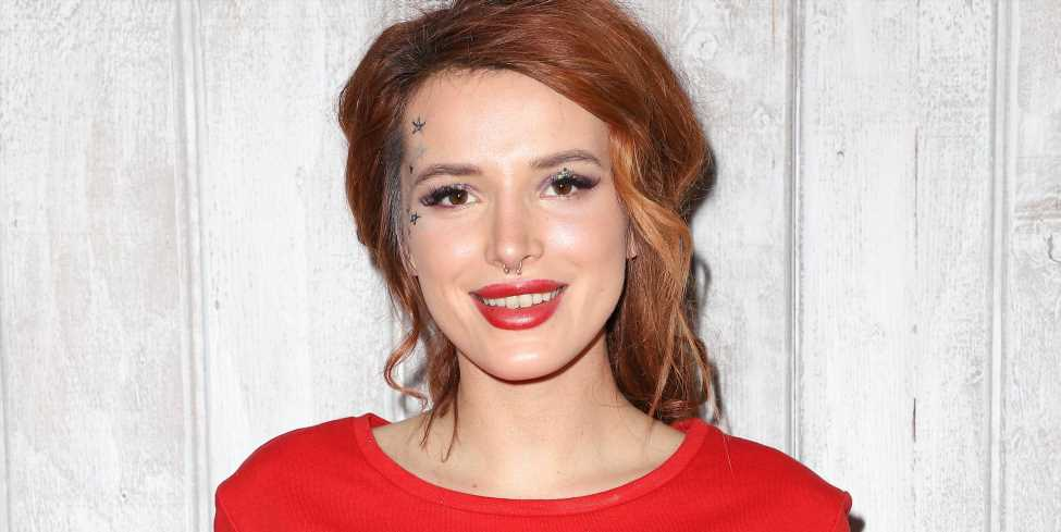 Bella Thorne Shares Nude Photos on Twitter After a Hacker Threatens Her With Leaking Them