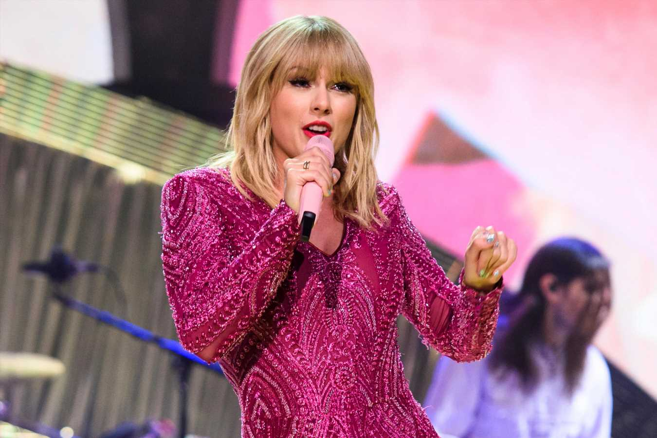 Taylor Swift to receive first-ever Teen Choice Icon Award