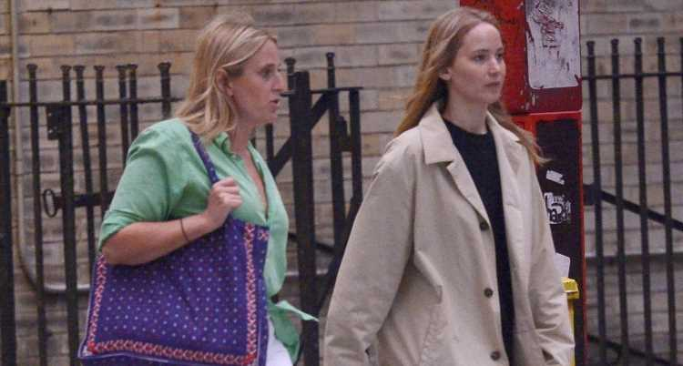 Jennifer Lawrence Has a Friday Girls' Night Out in Rainy N.Y.