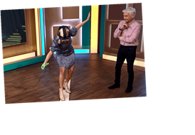 Holly Willoughby screams with terror as she walks a virtual plank while testing out VR on This Morning