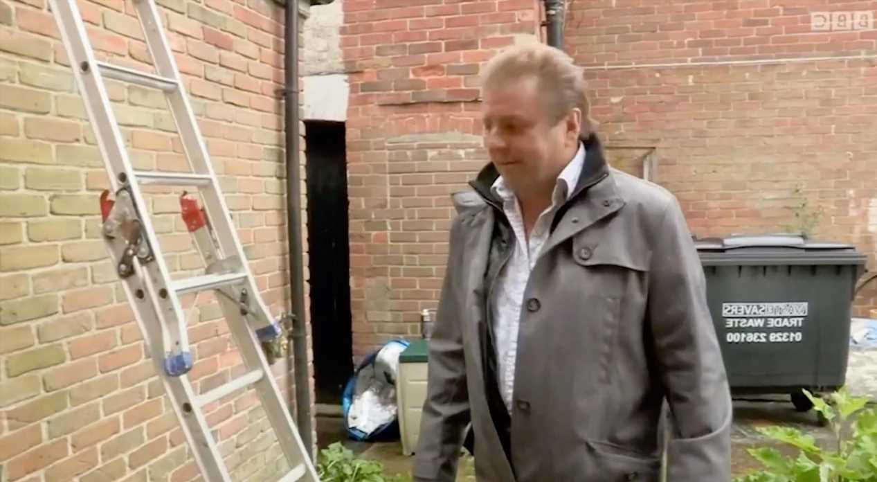 Homes Under the Hammer's Martin Roberts stunned as he's forced to enter flat by LADDER