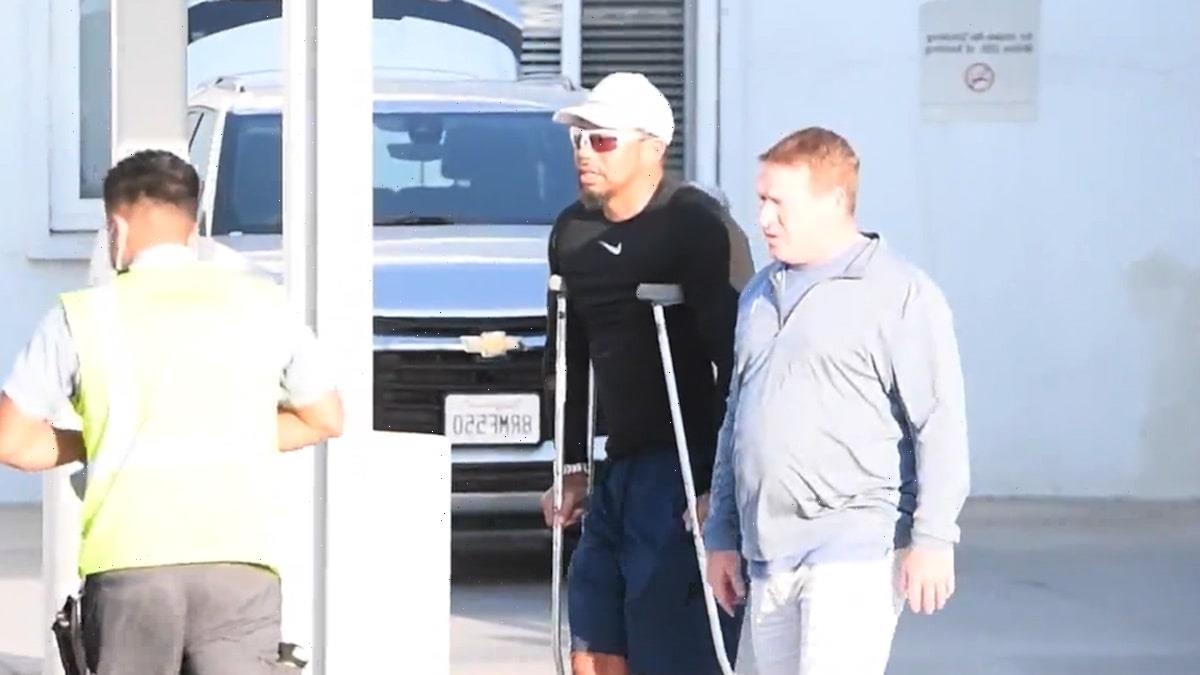 Tiger Woods Returns to L.A. After Car Crash, Moving Pretty Well on Crutches!