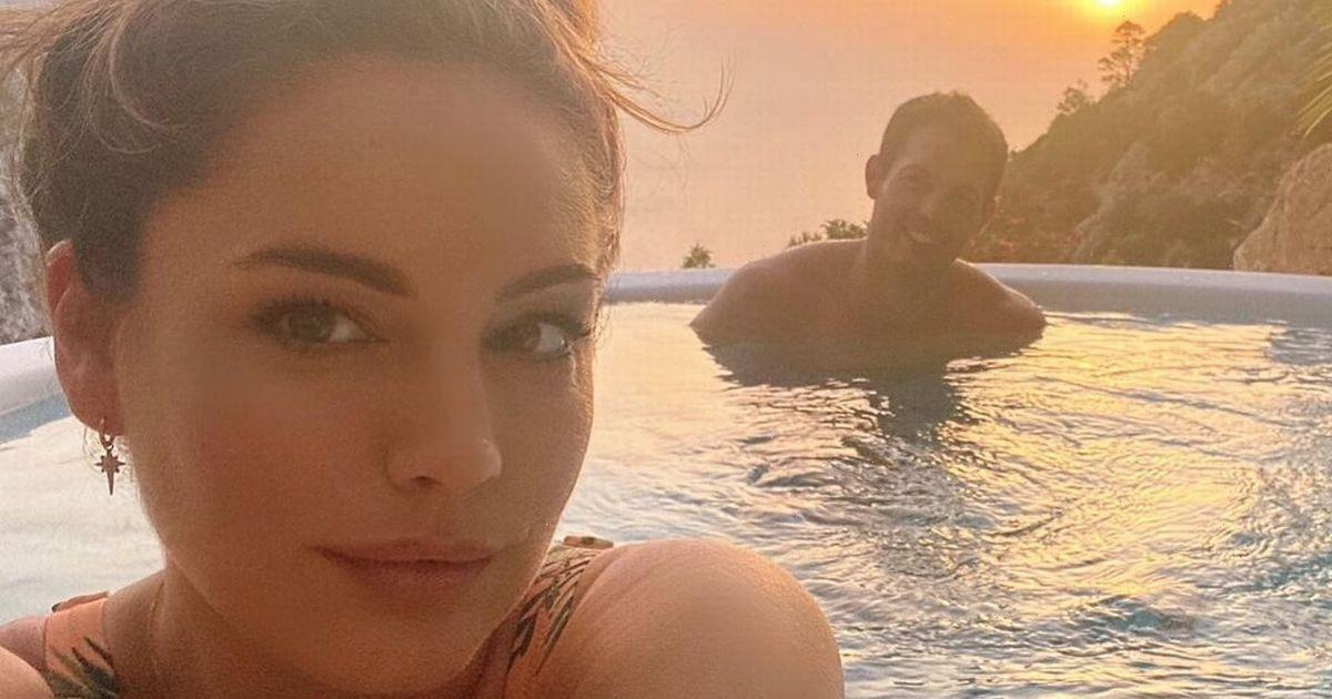 Kelly Brook wows fans as she sizzles in a new set of jaw-dropping bikini snaps