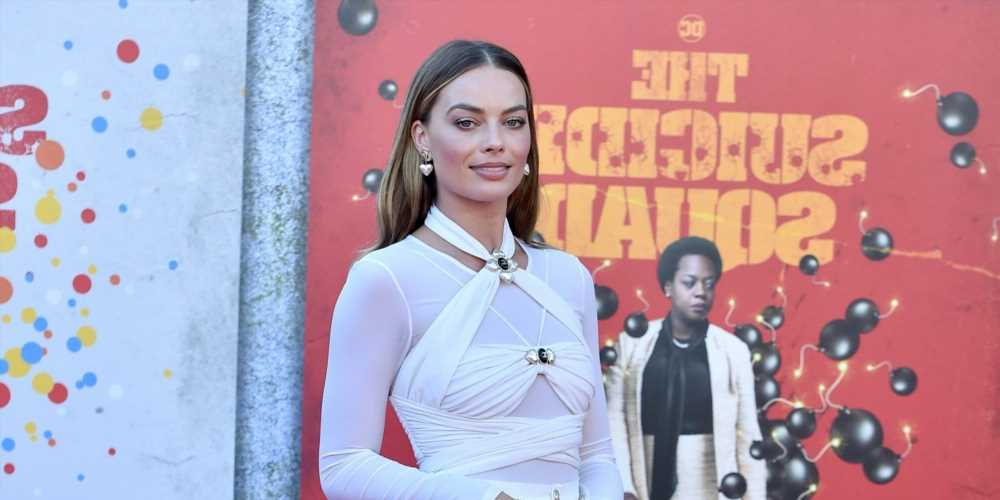 Margot Robbie Wore a Confusing Chanel Outfit to the Premiere of The Suicide Squad